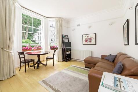 Colville Gardens, Notting Hill W11. 2 bedroom flat