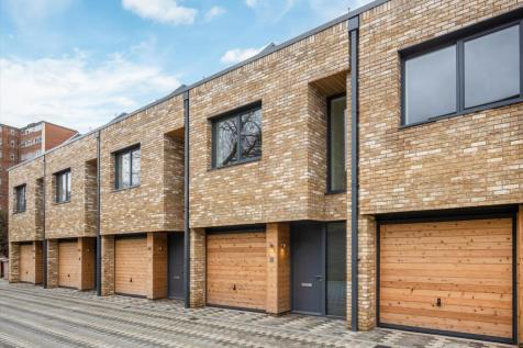Helena Close, Wandsworth, London, SW19. 4 bedroom detached house