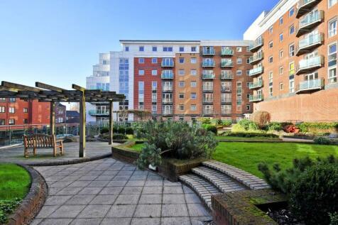 Royal Plaza, Westfield Terrace, Sheffield, S1. 2 bedroom flat for sale