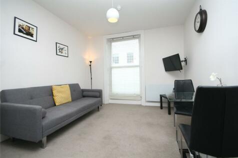 High Street, Cheltenham, Gloucestershire, GL50. 1 bedroom apartment