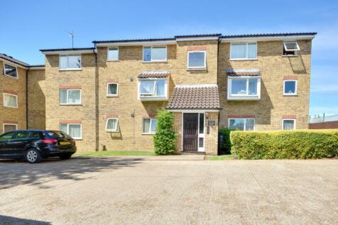 Aylsham Drive, Ickenham UB10 8UQ. Studio flat