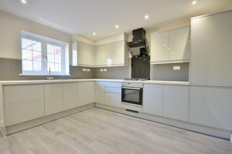 Century House, Ickenham, Middlesex, UB10 8AX. 3 bedroom apartment