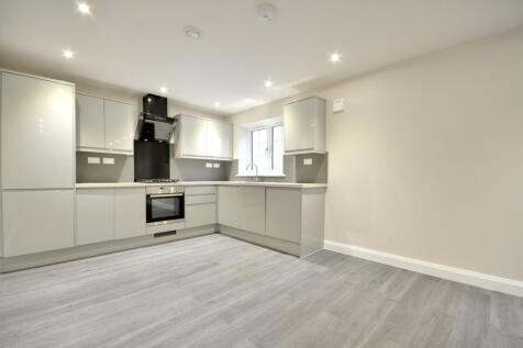 Century House, Swakeleys Road, Ickenham UB10 8AX. 2 bedroom apartment