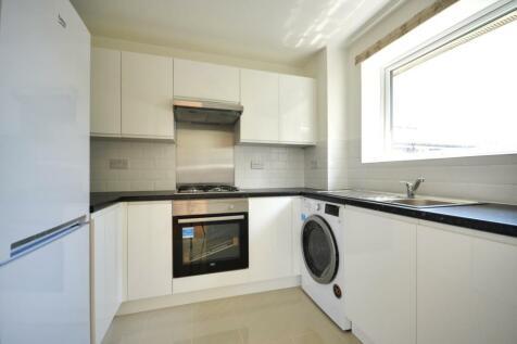 Aylsham Drive, Ickenham UB10 8UJ. 2 bedroom apartment