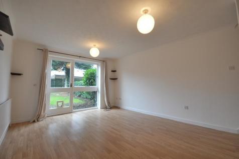 Fincham Close, Ickenham UB10 8TP. 2 bedroom terraced house
