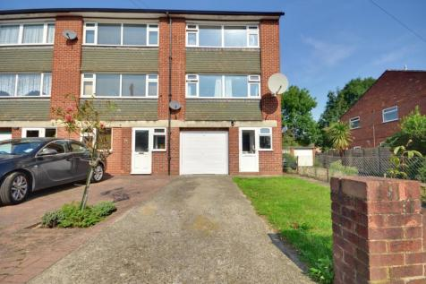 Crosier Road, Ickenham, Middlesex UB10 8RR. 3 bedroom town house