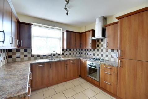Swakeleys Road, Ickenham, UB10 8DQ. 2 bedroom maisonette