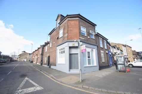 Park Street, town centre. 6 bedroom house of multiple occupation for sale