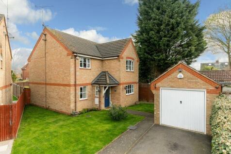 Mossman Drive, Caddington. 4 bedroom detached house for sale