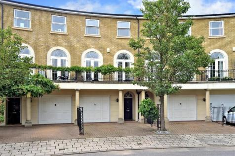 Savery Drive, Surbiton. 4 bedroom town house