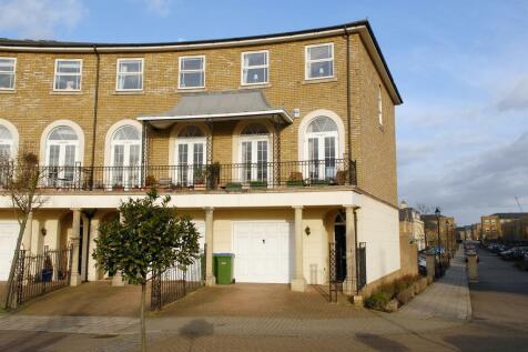 Savery Drive, Surbiton. 4 bedroom town house
