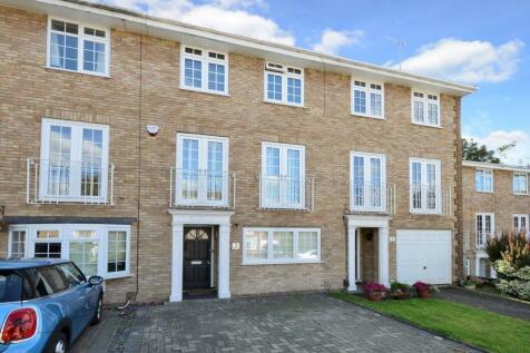 Selsdon Close, Surbiton. 3 bedroom property