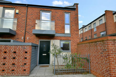 Joiners Mews, Southampton, SO19. 2 bedroom end of terrace house