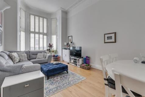 Elvaston Place, SW7. 2 bedroom maisonette