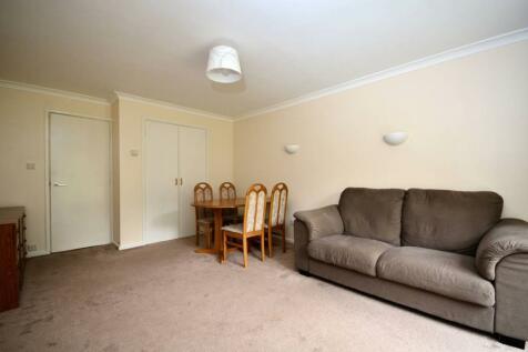 Harbord Close, Denmark Hill, London, SE5. 2 bedroom maisonette