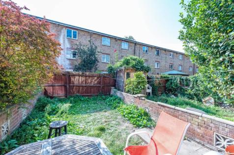 Canterbury Place, Elephant and Castle, London, SE17. 5 bedroom house for sale