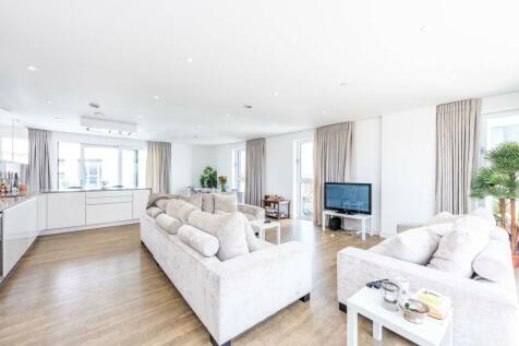 Wandsworth Road, Vauxhall, London, SW8. 4 bedroom flat