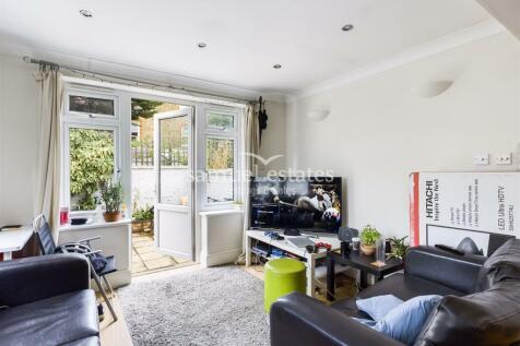 Tooting Bec Road, Tooting Bec, SW17. 3 bedroom flat
