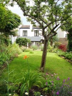Mount Gardens, Sydenham. 2 bedroom cottage