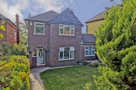 Swakeleys Road, Ickenham, UB10. 4 bedroom detached house