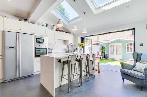 Riverview Grove, Chiswick, W4. 4 bedroom terraced house