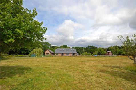 Sway Road, Pennington, Lymington, Hampshire, SO41. 4 bedroom equestrian facility