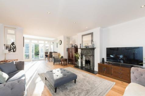 Greencroft Gardens, London. 4 bedroom apartment for sale