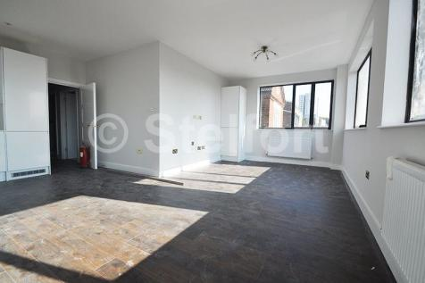 Granville Road, London, NW2. 3 bedroom apartment