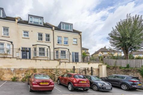 Uphill Drive, Larkhall. 4 bedroom house