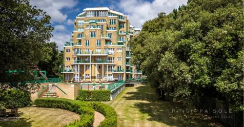 Manor Road, Bournemouth, BH1. 3 bedroom penthouse