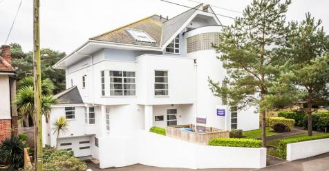 7 Brownsea Road, Poole, Poole, BH13. 3 bedroom apartment