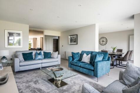 24 Crichel Mount Road, Poole, BH14. 3 bedroom apartment