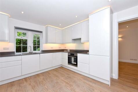 Between Streets, Cobham, Surrey, KT11. 2 bedroom apartment