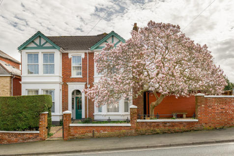 Mill Hill Road, Cowes. 6 bedroom detached house for sale