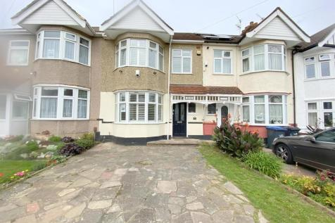 Ladysmith Road, Enfield. 4 bedroom house