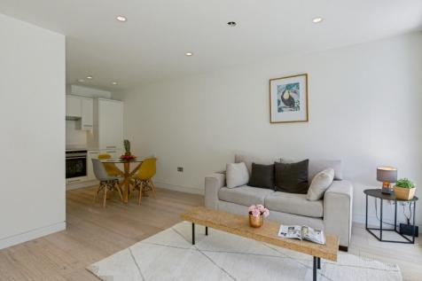 Curtain Place, London, EC2A. 1 bedroom flat