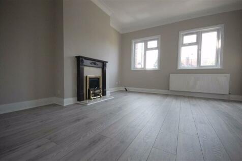 Pinner. 3 bedroom flat