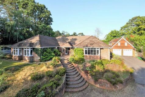 Frensham Road, Farnham, Surrey. 5 bedroom detached house for sale