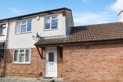 Clayworth Close, Sidcup, DA15. 3 bedroom end of terrace house