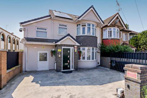 365 Wellington Road South, Hounslow, TW4 5HU. 6 bedroom semi-detached house