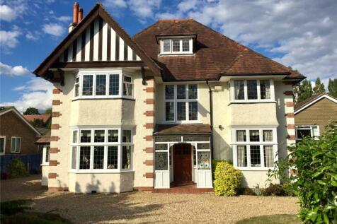 Carlton Road, Redhill, Surrey, RH1. 6 bedroom detached house