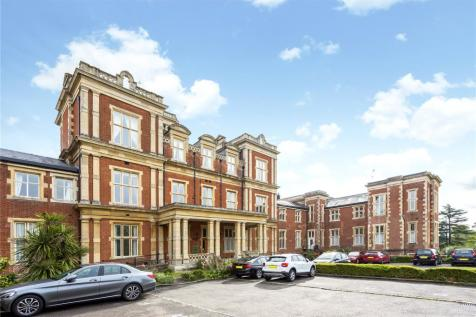 Victoria Court, Royal Earlswood Park, Redhill, Surrey, RH1. 3 bedroom flat for sale