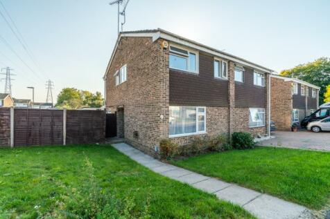 Longbridge Close, Calmore, Southampton, Hampshire, SO40. 3 bedroom semi-detached house for sale