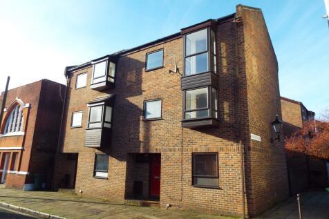 Bugle Street, Southampton, Hampshire, SO14. 3 bedroom semi-detached house