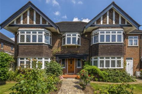 Pine Walk, Surbiton, KT5. 5 bedroom detached house