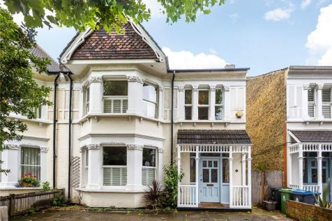 Victoria Avenue, Surbiton, KT6. 4 bedroom semi-detached house