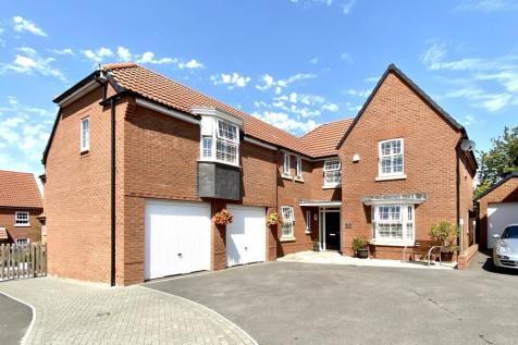 Aginhills Drive, Monkton Heathfield, Taunton, Somerset, TA2. 5 bedroom detached house for sale