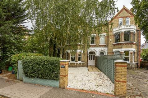 St Margarets Road, Twickenham, TW1. 4 bedroom maisonette for sale