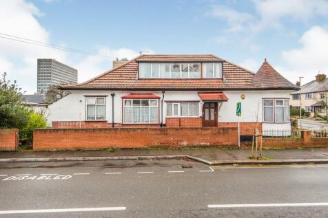 Kings Avenue, New Malden, Surrey, ., KT3. 5 bedroom detached house for sale