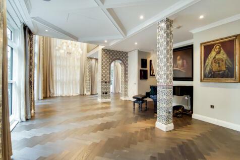 Hepworth Court, Grosvenor Waterside, SW1W. 4 bedroom apartment